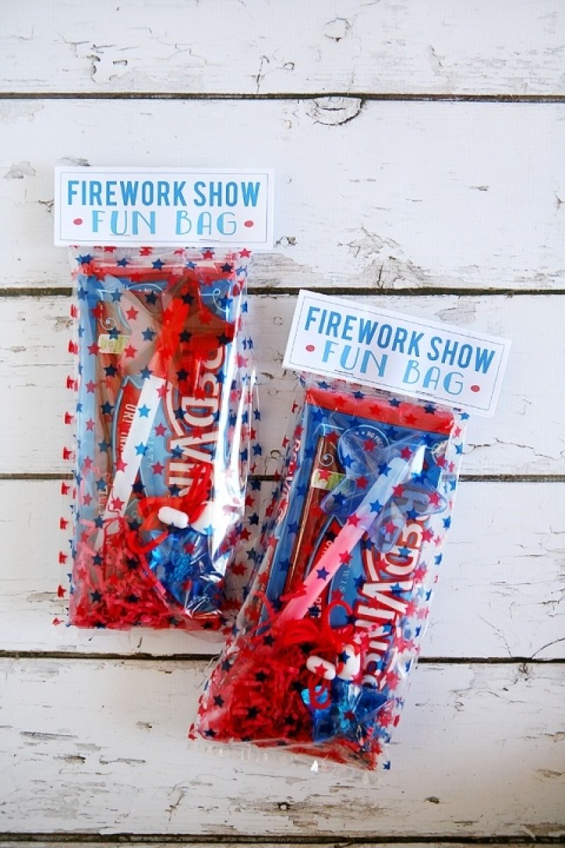 15 FREE 4th Printable 4th of July Decorations on Love the Day
