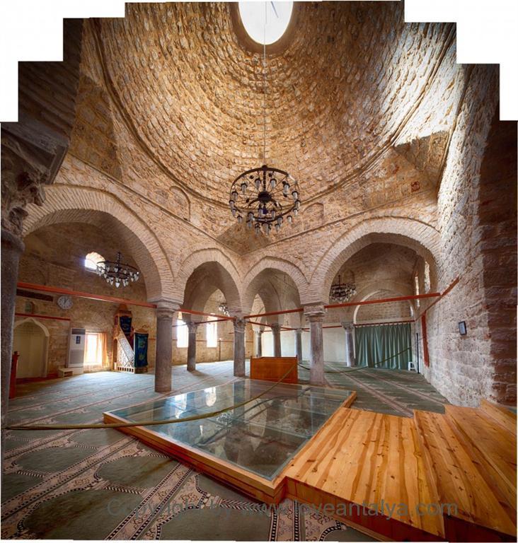 yivli-minare-cami-inside