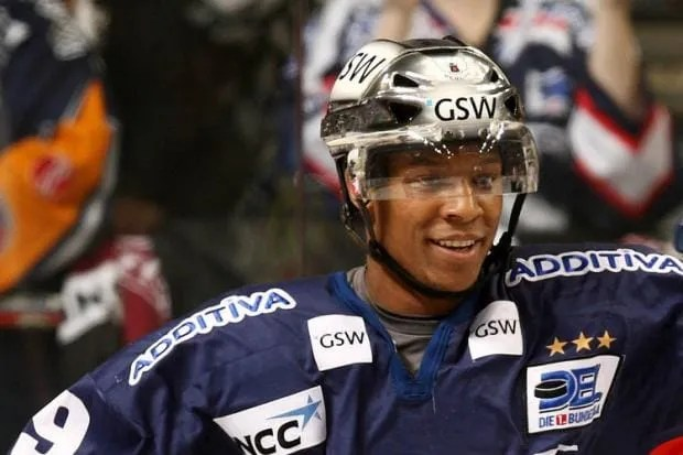 Nathan Robinson Signs For The Stena Line Belfast Giants