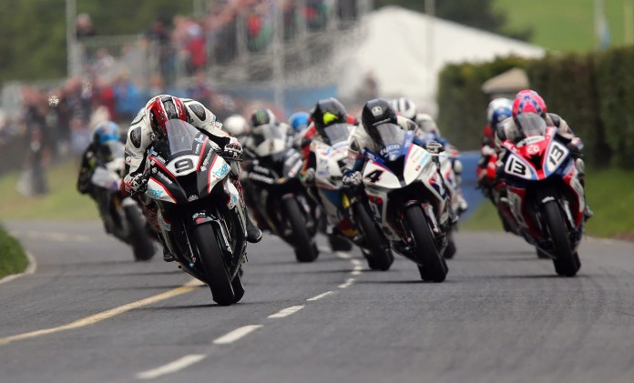 PACEMAKER, BELFAST, 6/8/2015: Ian Hutchinson (PBM Kawasaki) leads the pack off the line in the Dundrod 150 Superbike race at the Ulster Grand Prix today. PICTURE BY STEPHEN DAVISON