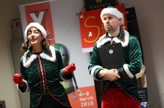 Santa tour elves (1)