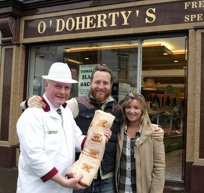 8 May 2016 Ð Tourism IrelandÕs latest promotion to highlight Northern Ireland and our special Year of Food and Drink invited Jamie OliverÕs hugely popular Food Tube channel to film in Fermanagh. Pictured in Enniskillen this weekend is chef and broadcaster, John Quilter aka Food Busker, (centre) and Emily Dodd of Tourism Ireland, with Black Bacon Producer, Pat O'Doherty. Pic Ð Raymond Humphreys (repro free). Further press info Ð Clair Balmer 07766527719