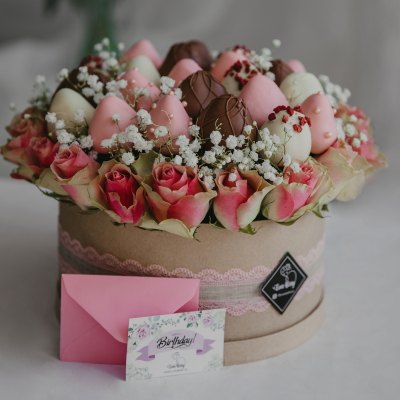 Strawberry Box with Rose Bouquets