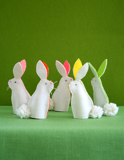 15 Easter Craft Ideas {chicks, bunnies, lambs, and more} - Bunny Finger Puppets