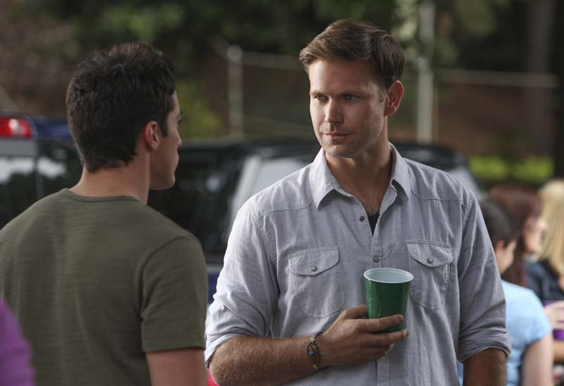 """The Vampire Diaries -- """"I'll Remember"""" -- Image Number: VD601a_0066.jpg -- Pictured (L-R): Michael Trevino as Tyler and Matt Davis as Alaric -- Photo: Annette Brown/The CW -- ©2014 The CW Network, LLC. All rights reserved."""