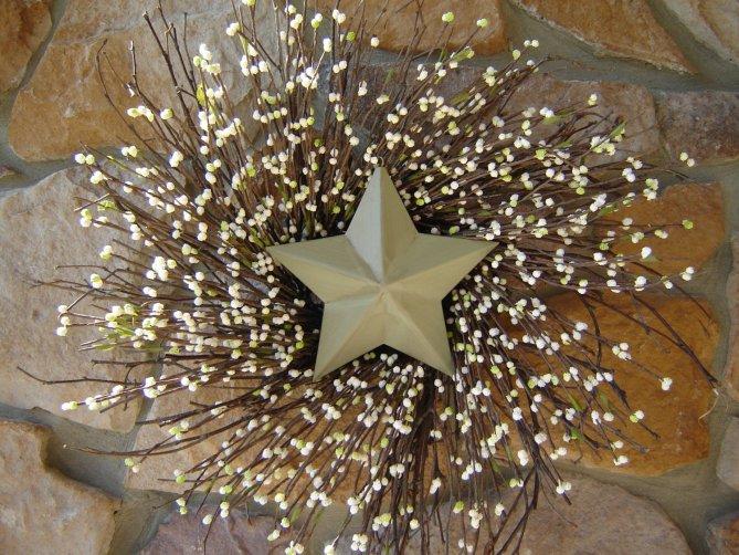 15 Christmas Wreath Ideas - Berry and Star Wreath