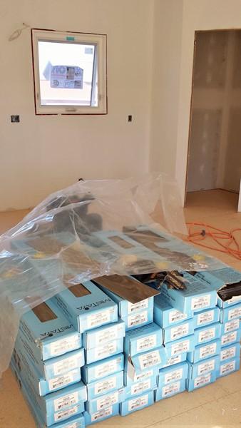 Наш пол в коробках (Our floor in boxes)