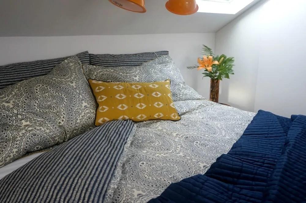 Bedeck bed