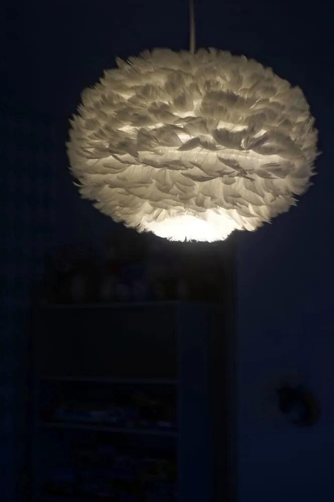 Furnish feather light pendant