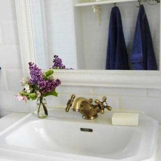 9 Tricks to Make your Bathroom Seem Bigger