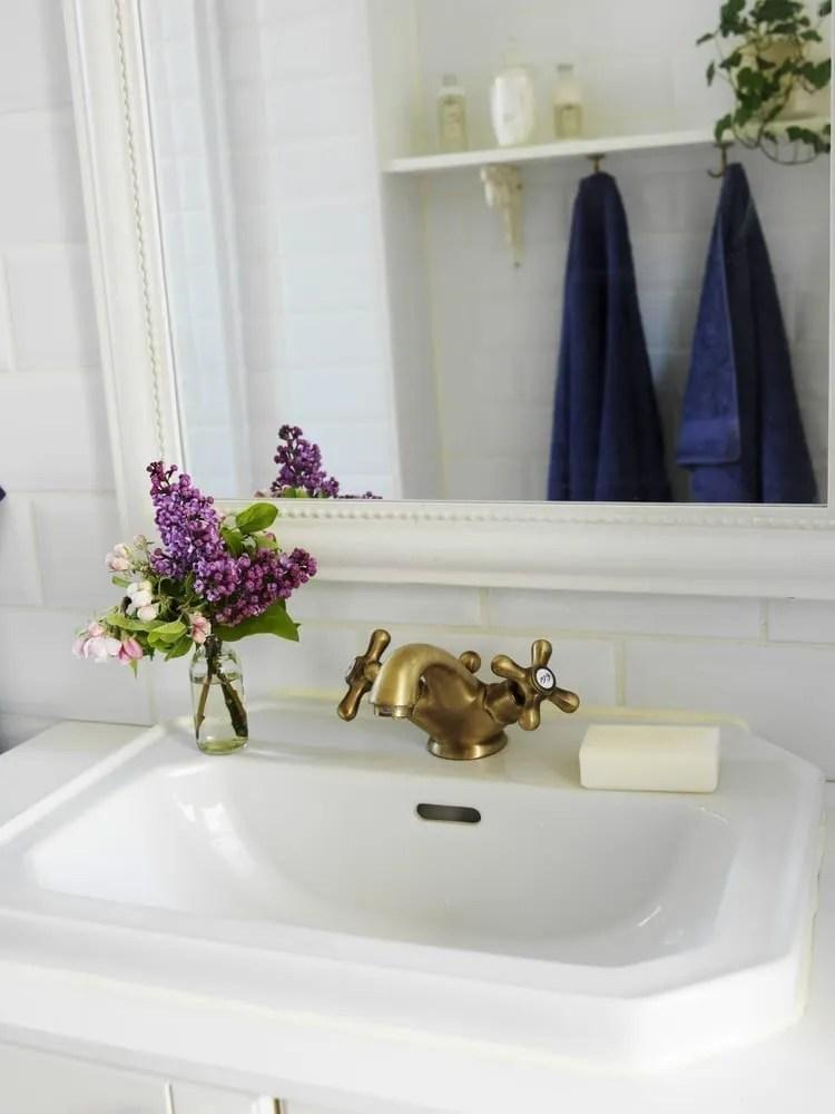 make your small bathroom appear bigger