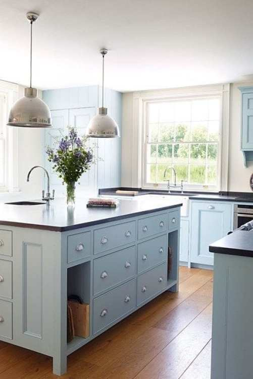 How to create a luxury kitchen on a budget using 3 lesser known techniques. Easy ways to create a beautiful, stylish kitchen that won't break the bank.