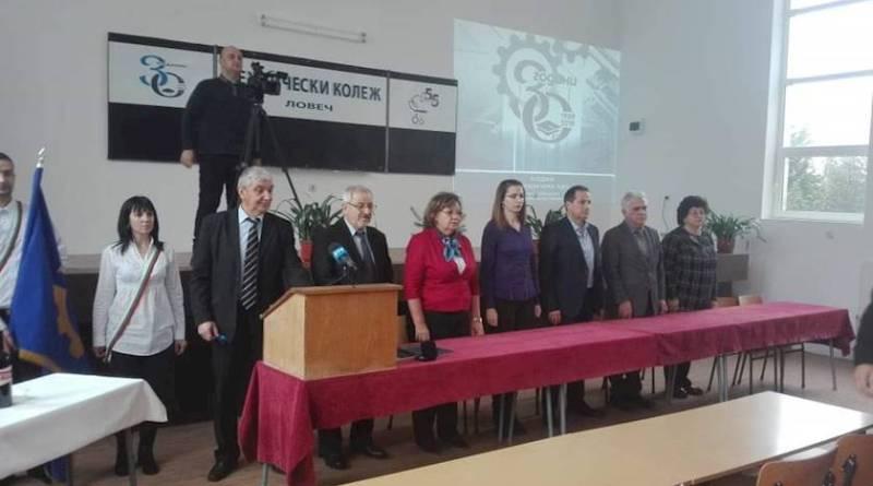 Кметът на Ловеч поздрави абсолвентите на Техническия колеж в Ловеч за получаването на дипломи