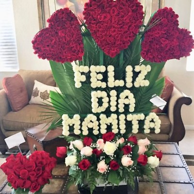 FELIZ DIA MAMITA Flower Arrangement