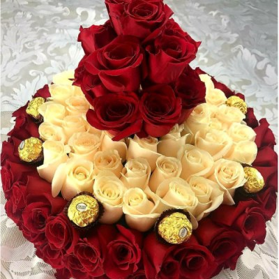 Flower Cake With More Than 100 Roses And Chocolates