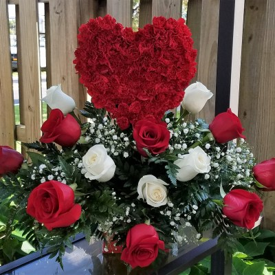 Beautiful Red Heart With Roses
