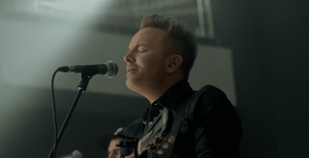 Chris Tomlin – Is He Worthy? (Live)