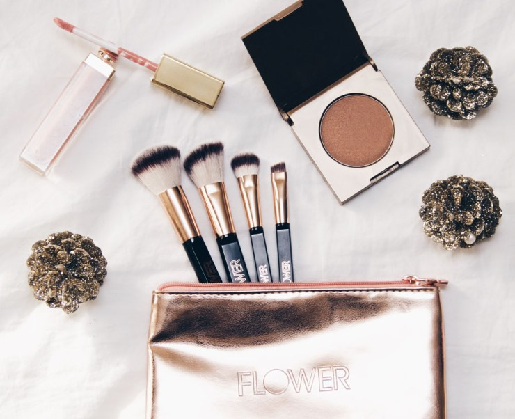holiday-brush-set-flower-beauty