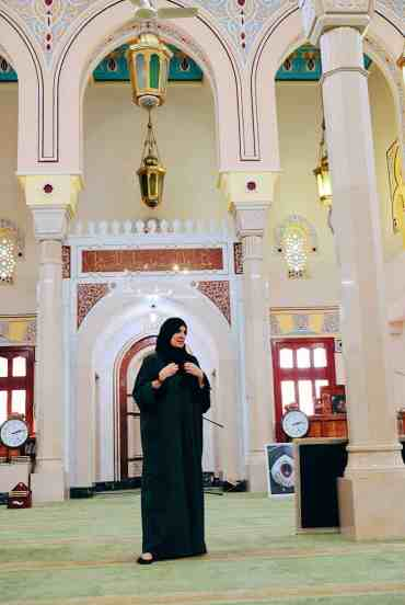 Woman leading tour at Jumeirah Mosque, one of the top things to do in Dubai.