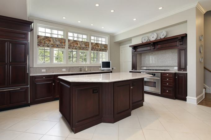 This Big Kitchen Achieves The Perfect Contrast And Balance Between Very Impacting Dark Cabinets That Make