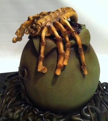 Face hugger cake