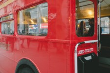 kisses in the red bus of london