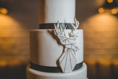 deer-embellishment-wedding-cake-edward-lai-photography