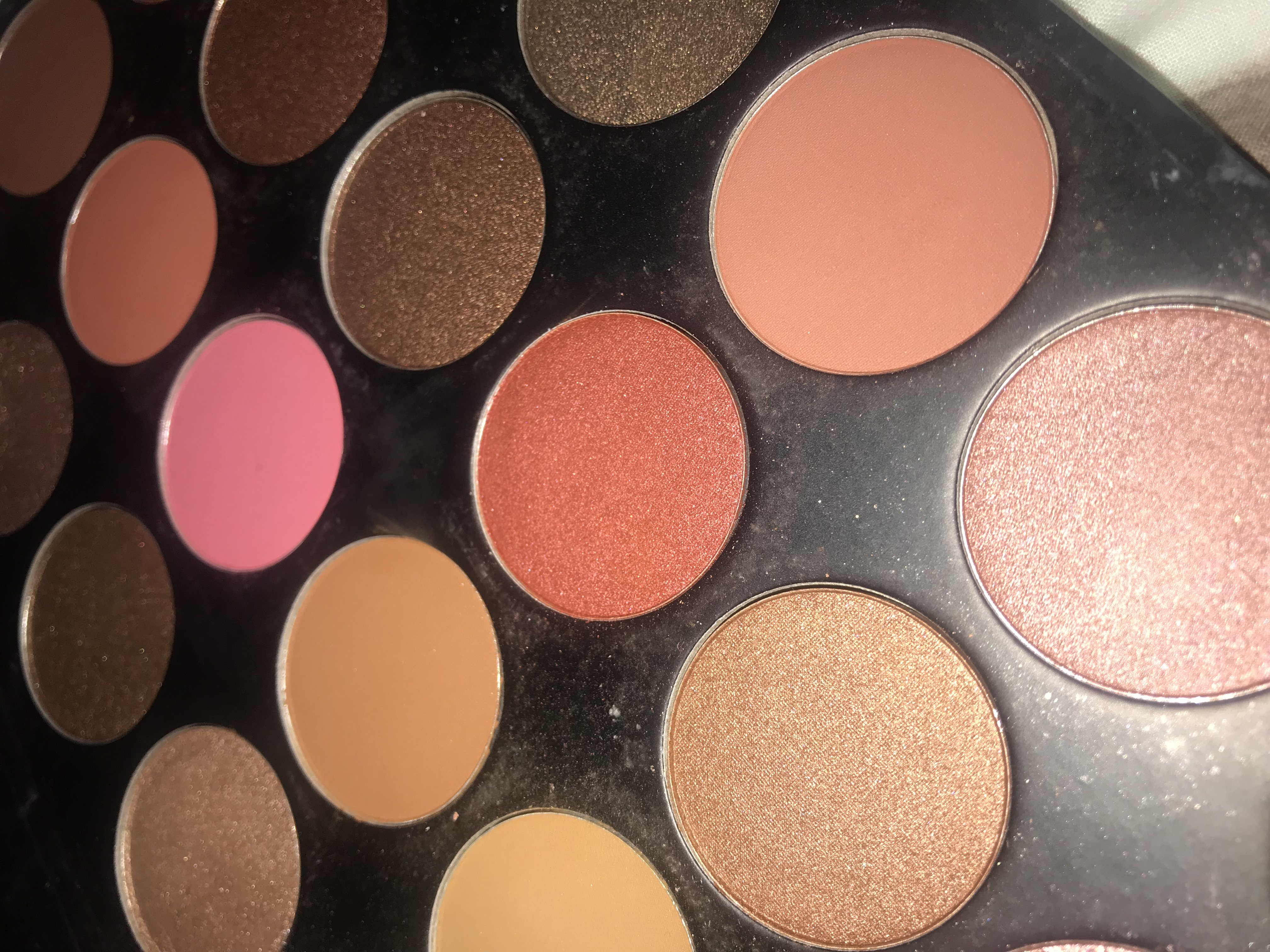 close up angled shot of the morphe 24G grand glam palette. Shots of the pink and orange shimmer shades
