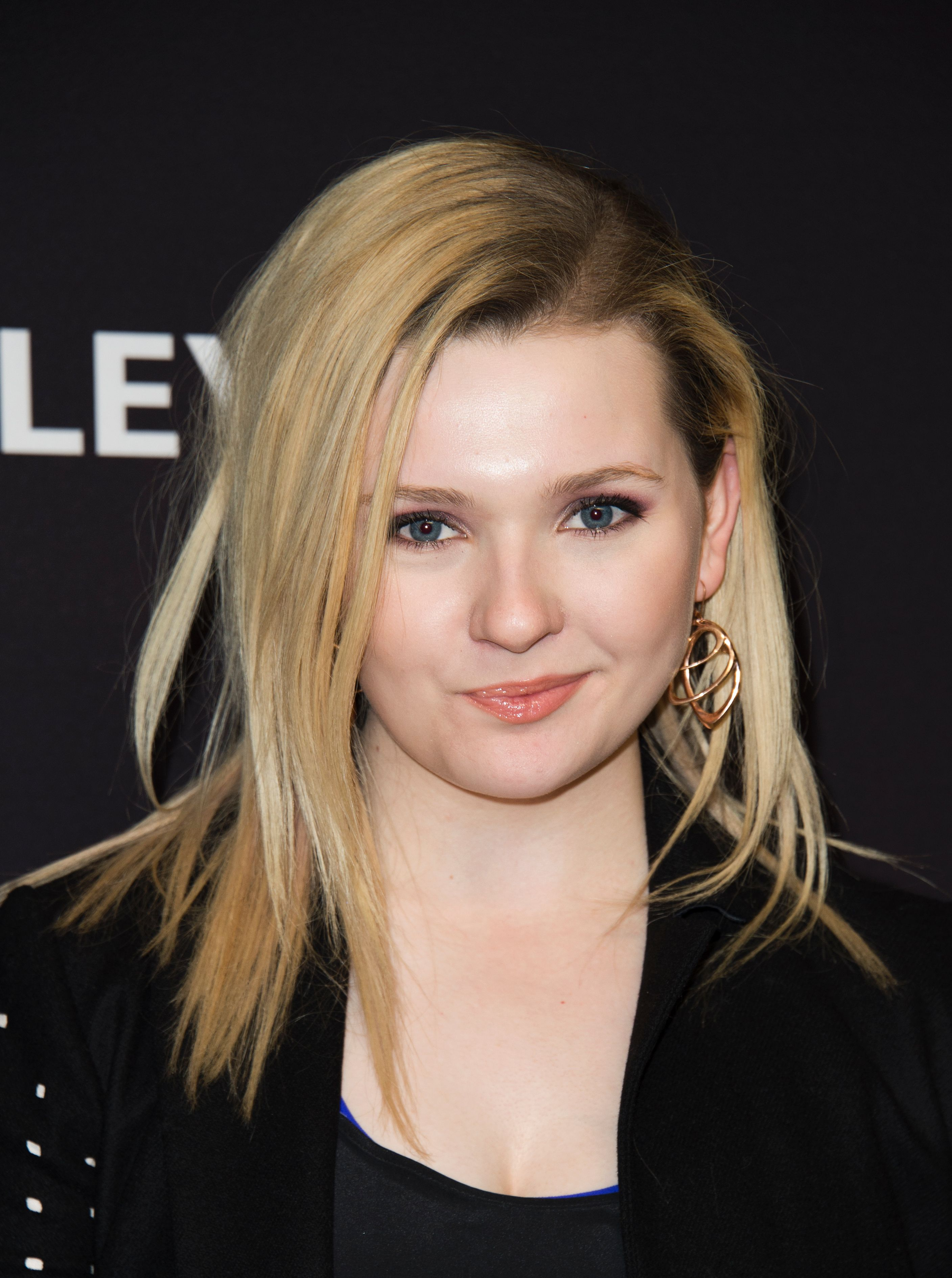 Abigail Breslin Dyed Her Hair Brown Amp Went Back To Her