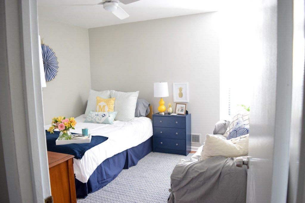 Bright and cheerful guestroom makeover