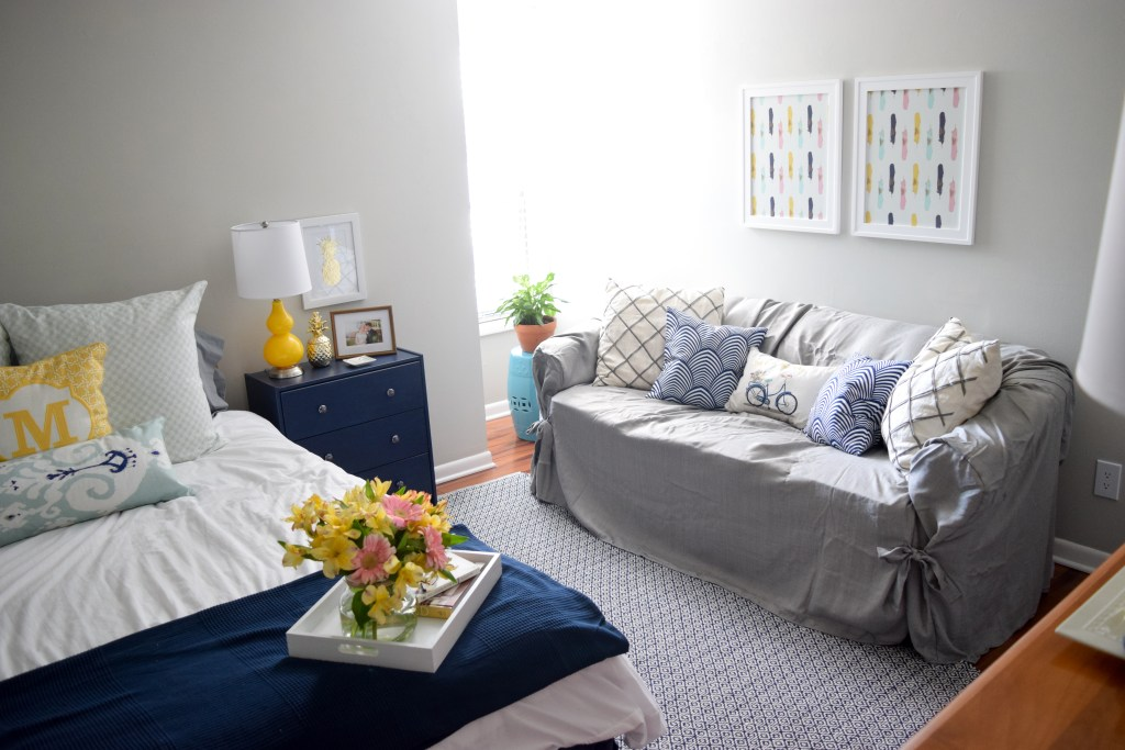 Bright and cheerful guest room makeover