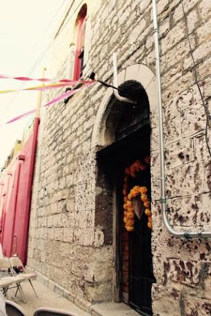 alley way wedding