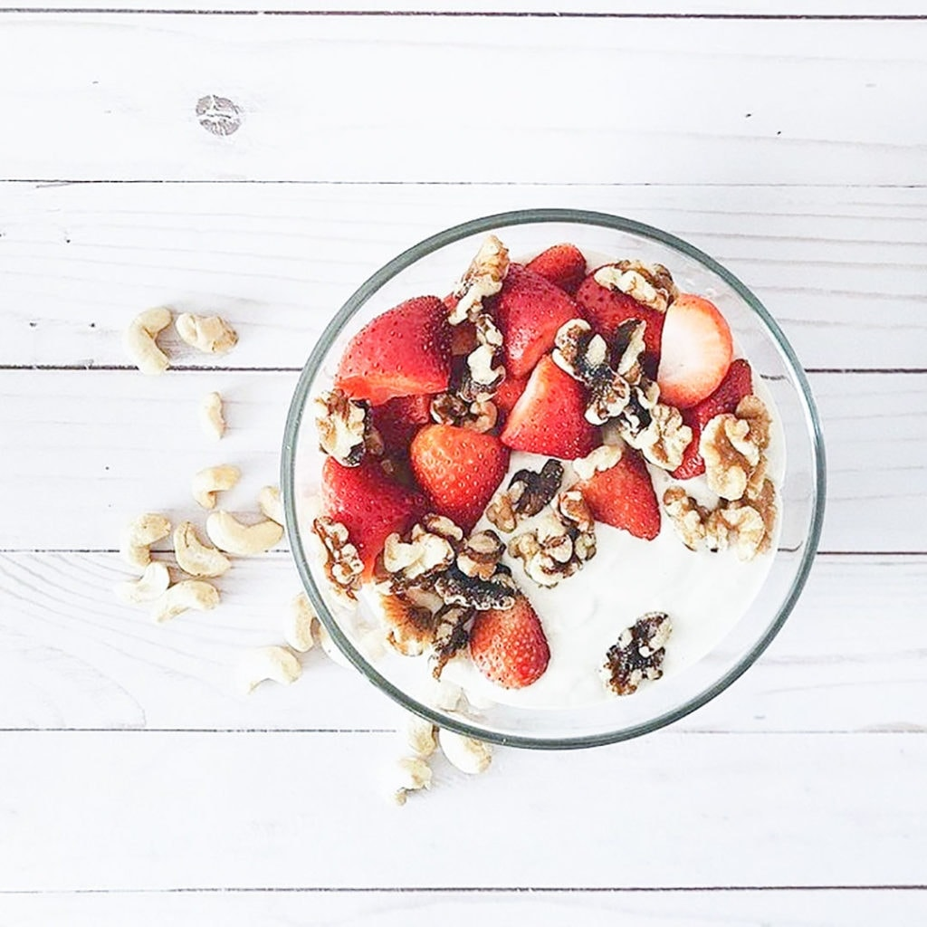 Cashew yogurt with strawberries.