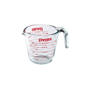 Pyrex liquid measuring cup.