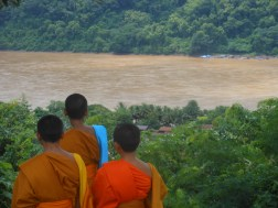 laos luang prabang monks mekong river deltra tourism backpacking adventure travel traveling travelling backpacking southeast asia south east