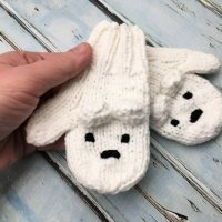 Polar Bear Mittens - Free Knitting Pattern