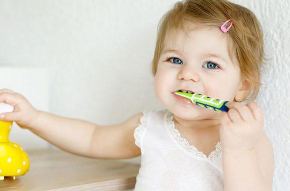babyToothbrush-966365626-770x553-650x428