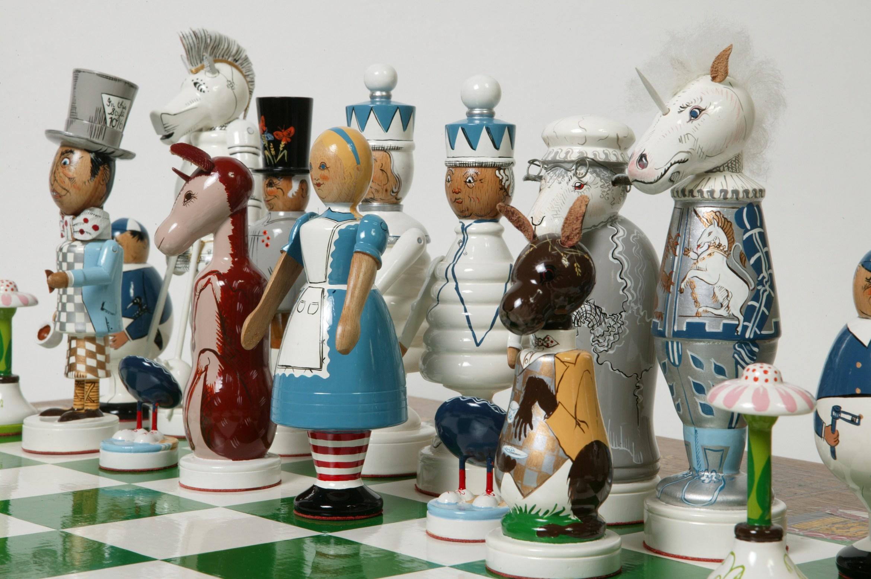 Chess_Alice_and_Wonderland_1983_white.jpg