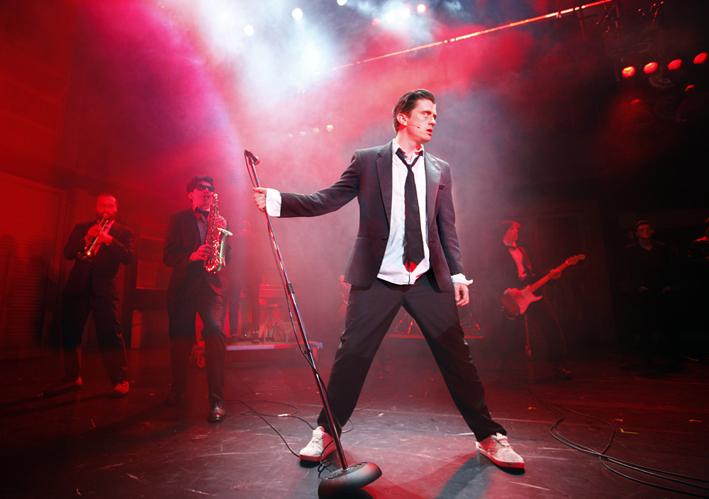 Deco (Brian Gilligan)%2c in The Commitments%2c photo credit Johan Persson (Press Image 3).jpg