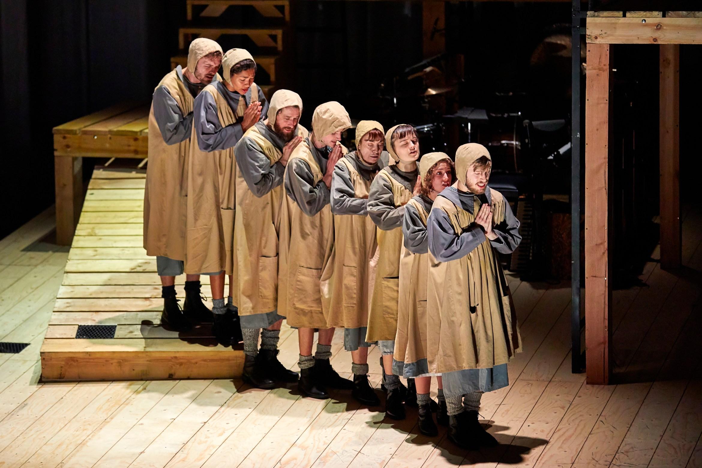 NT Jane Eyre Tour 2017 ensemble. Photo by BrinkhoffMögenburg (11).JPG