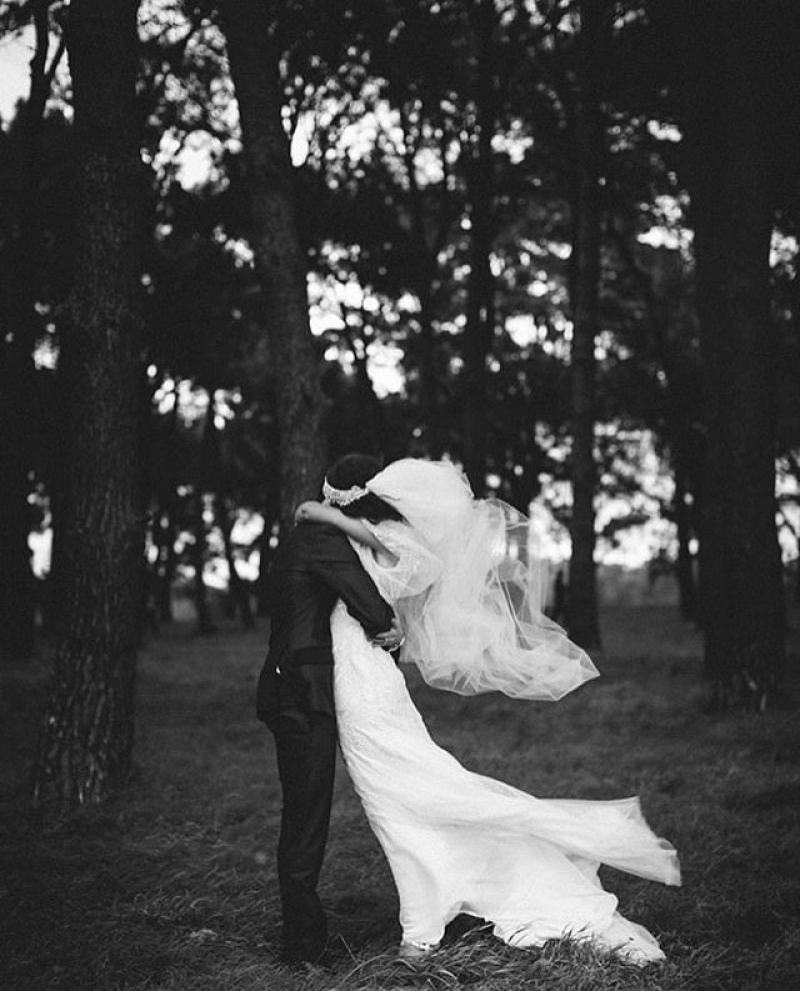 wedding_kisses