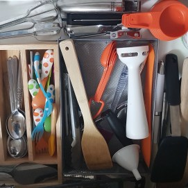 Couldn't resist Marie Kondo'ing my kitchen drawers