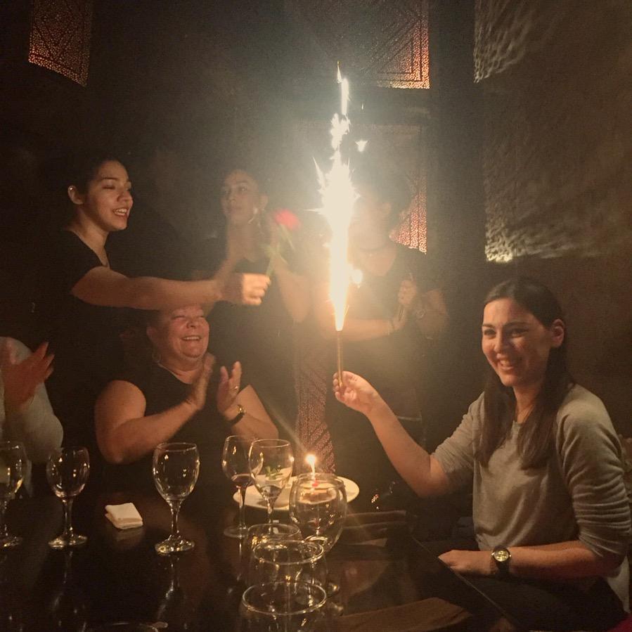 Aniversário no Restaurante Comptoir Darna em Marraquexe, Marrocos.