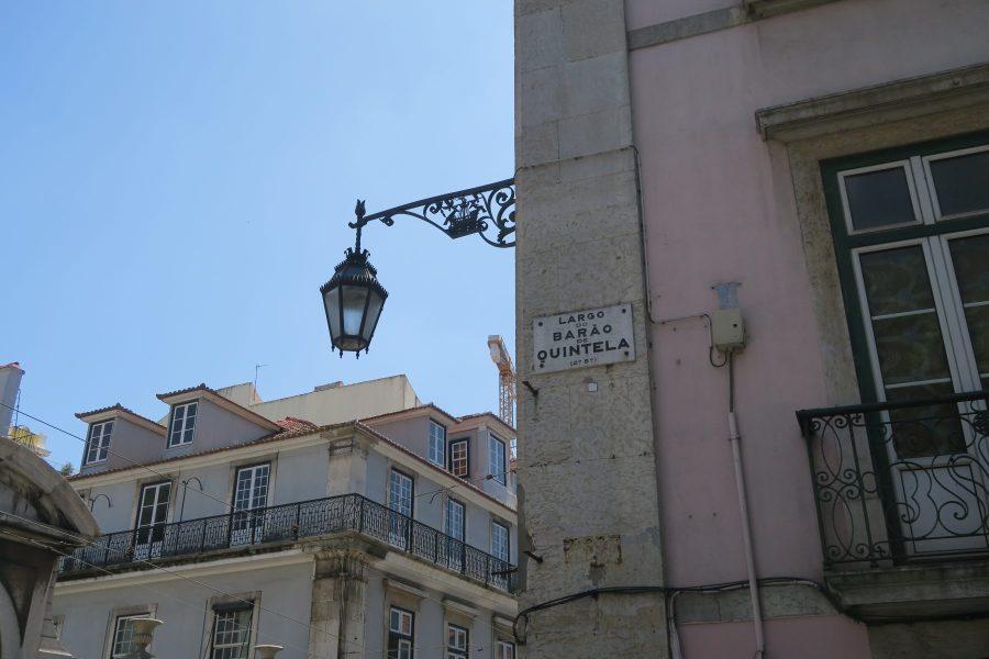 Largo do Barão Quintela, em frente ao Palácio Chiado