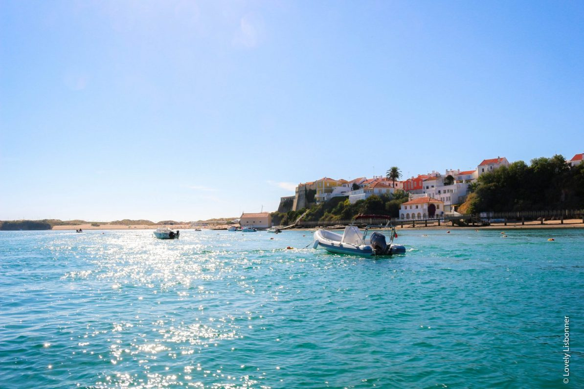passeio de barco na foz do rio mira vila nova de mil fontes odemira alentejo portugal