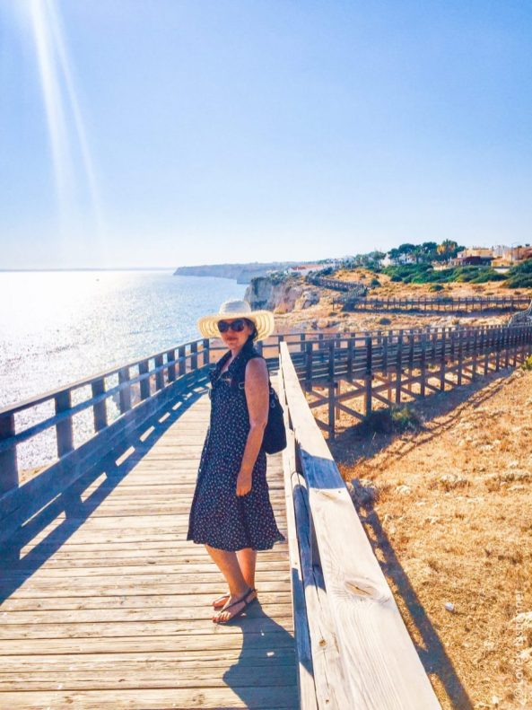 Passadiço para visitar o algar seco a partir das arribas, até à praia do carvoeiro