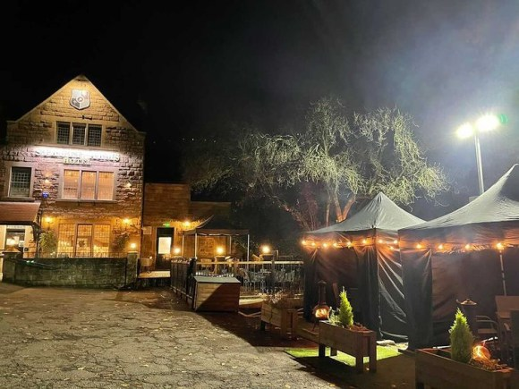 Strutt Arms in Milford and its covered outdoor seating