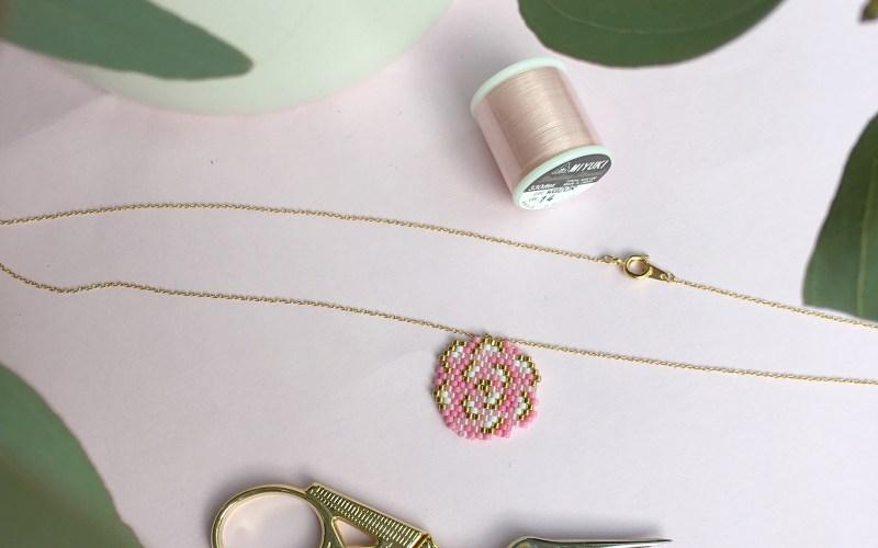 Pivoine ou rose en perles miyuki