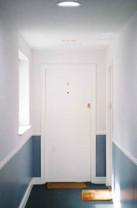 white flush door decorate with door casing design