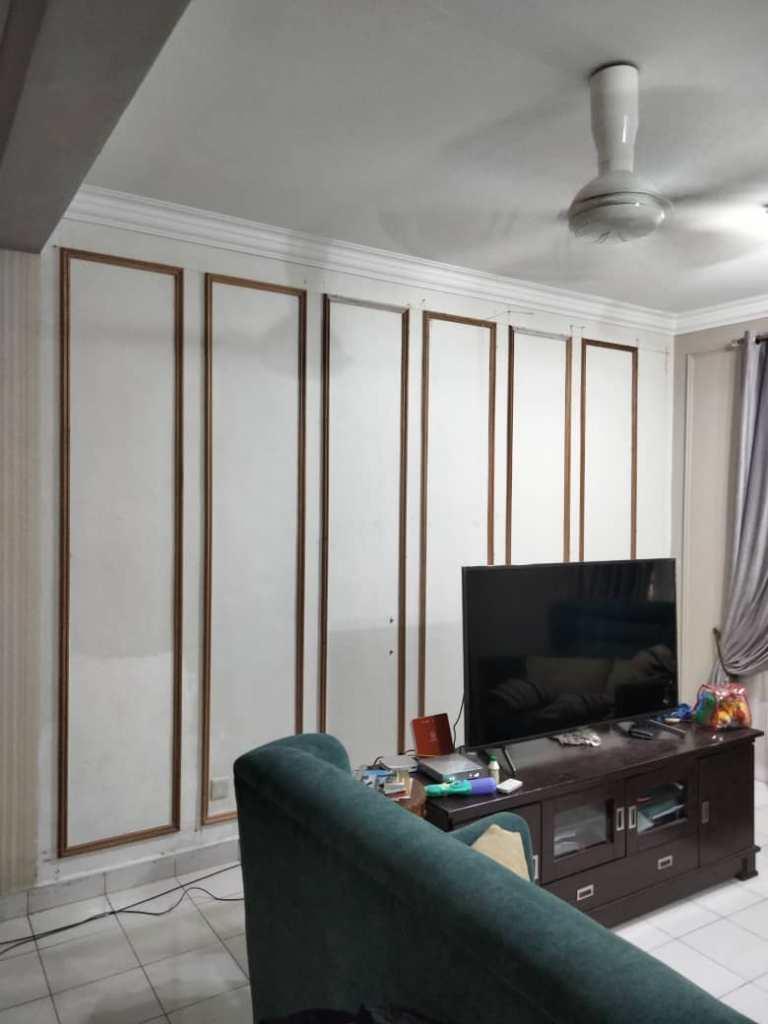 Wainscoting Living Room Single Frame